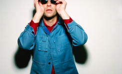 ALBERT HAMMOND JR (THE STROKES) ANUNCIA SU CUARTO DISCO EN SOLITARIO: FRANCIS TROUBLE